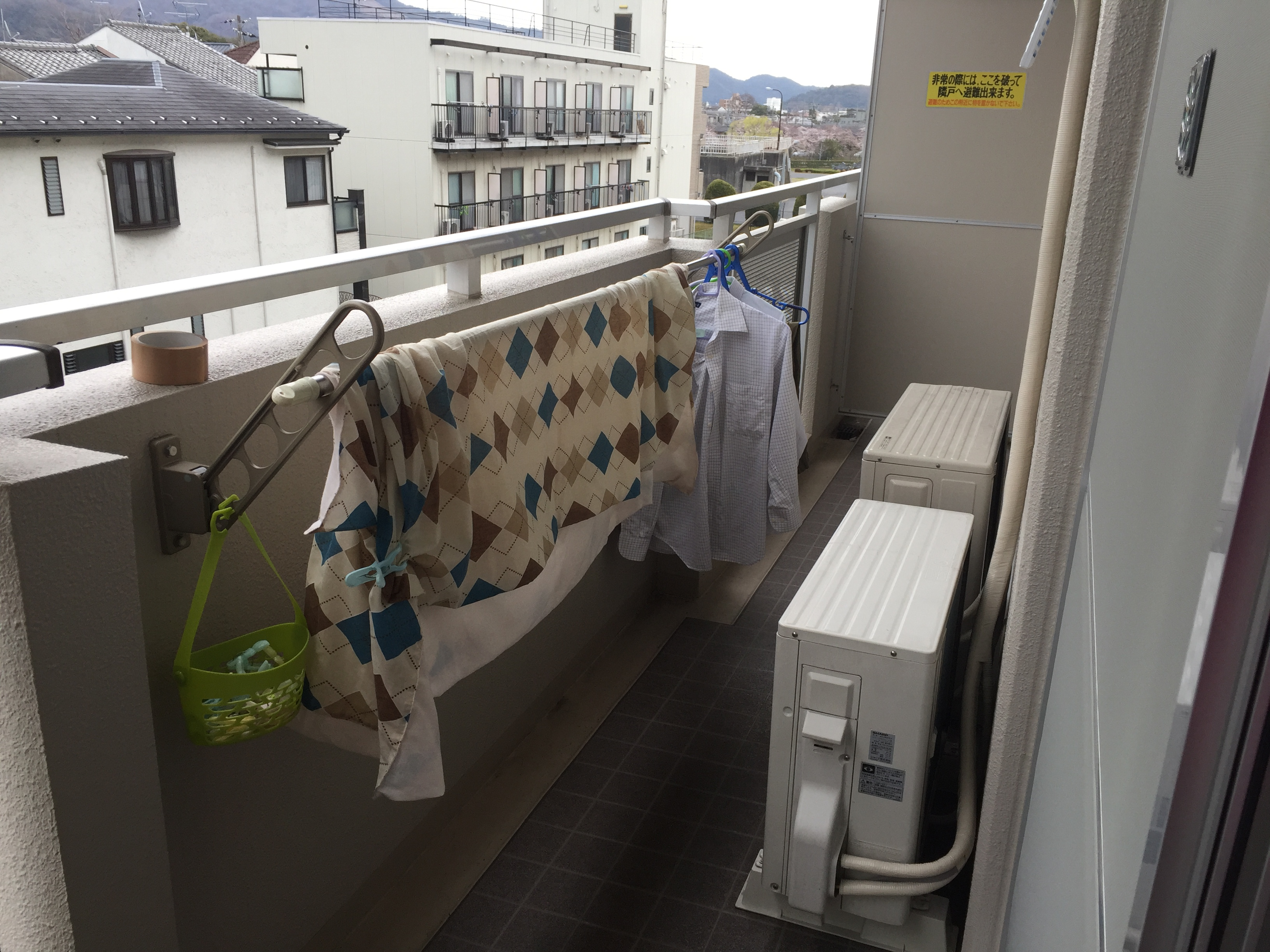 マンションのベランダの洗濯物干ざおって低くないですか